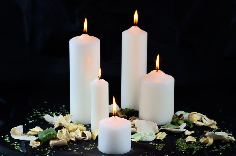 Le nostre candele sono realizzate esclusivamente con paraffina, a cui aggiungiamo del colorante